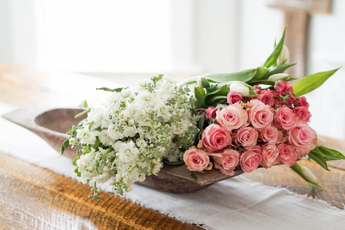 bouquet-flowers-in-dough-bowl-tablescapes