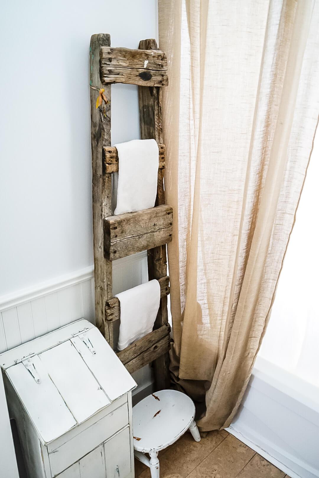 Farmhouse-Fixer-Upper-Bathroom