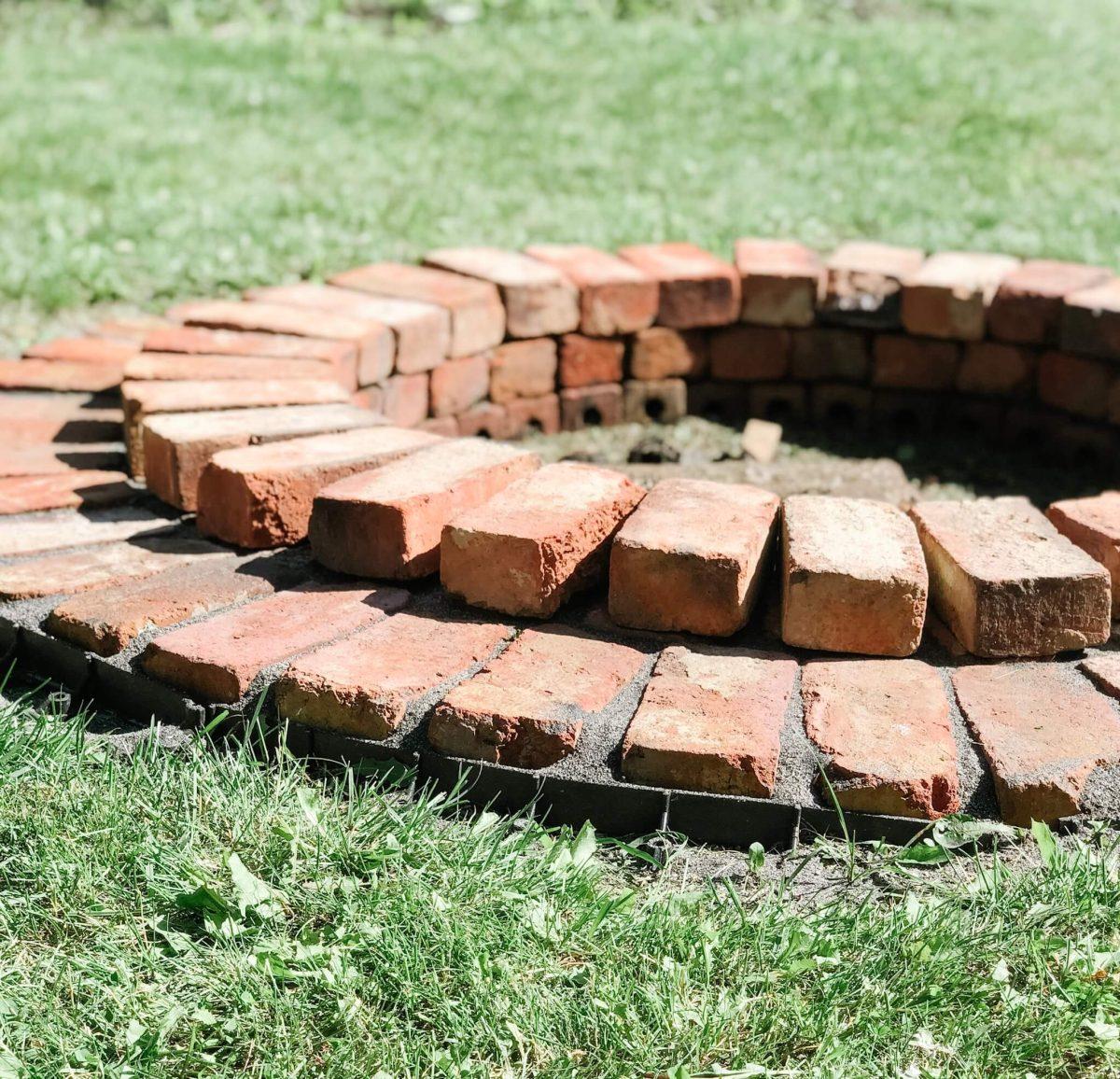 Simple Brick Fire Pit Design