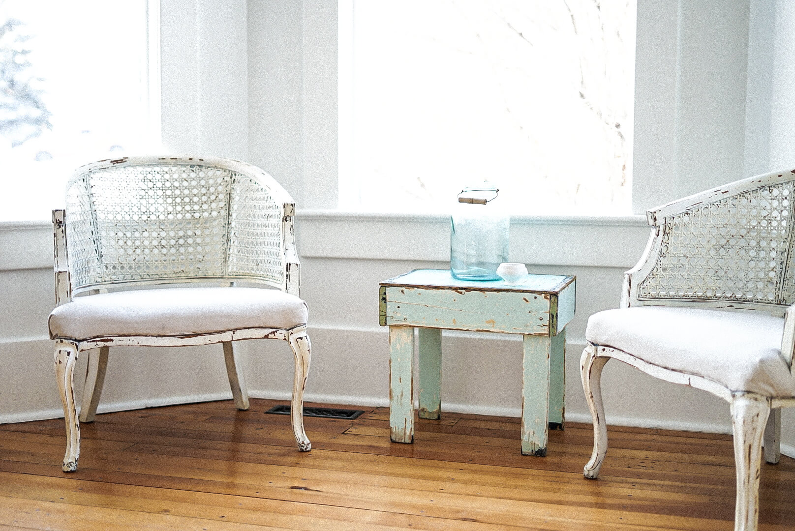 Chairs with small side table