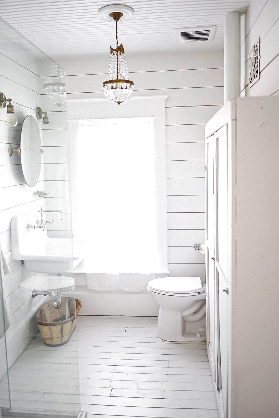 open concept shower in a bathroom
