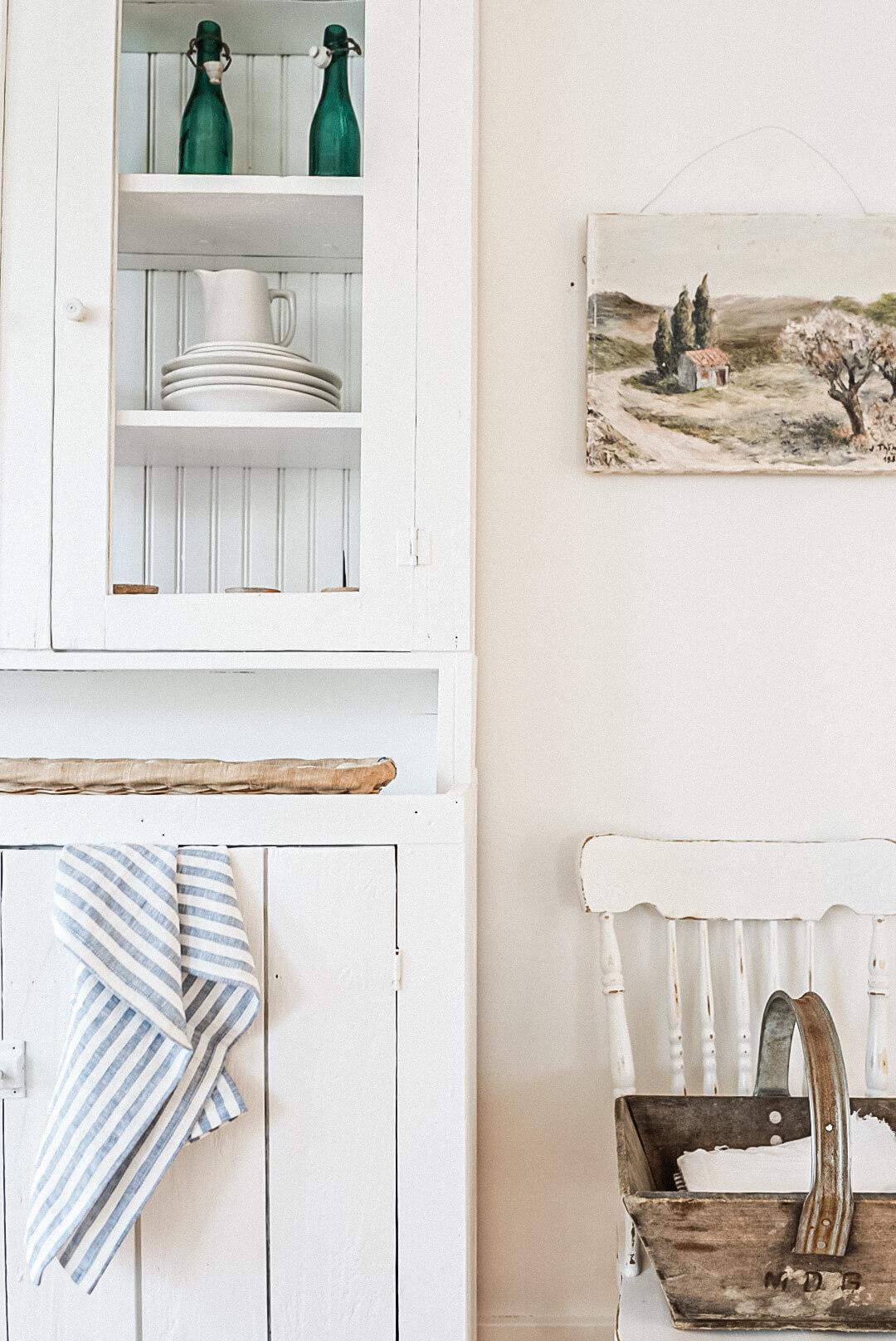 Farmhouse Dinning Hutch White Details